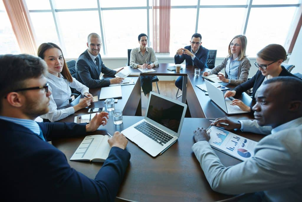 business-team-meeting-discussions