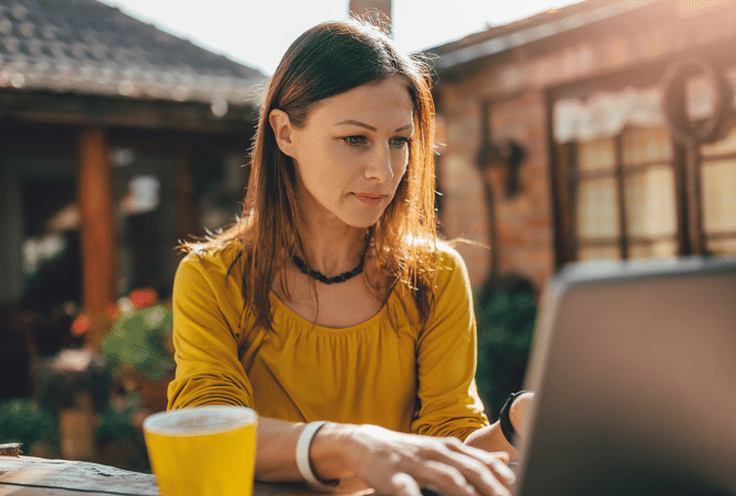 Lady sitting outside with Laptop